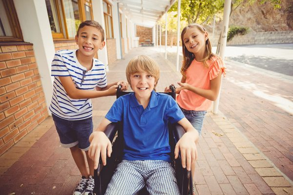 https://www.insiemesipuo.eu/wp-content/uploads/2020/11/school-kids-pushing-a-boy-on-wheelchair-600x400.jpg